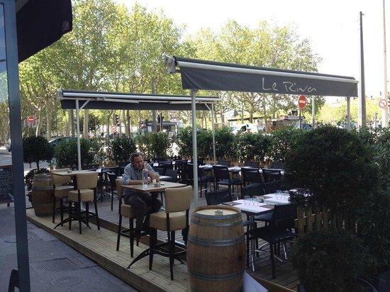 LE RIVA cafe : La terrasse du Riva café du 1 mai au 1 octobre