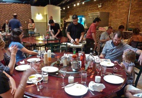 Sun Wah Bar-B-Q Restaurant: Typical family table at Sun Wah.