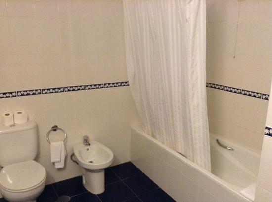 Salle de bain propre et fonctionnelle picture of hotel for Mr propre salle de bain