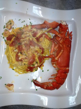 Rosso Peperoncino: Linguine all'astice