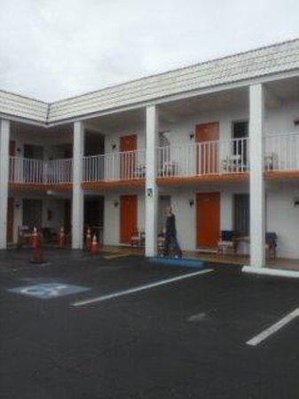 Orange Motel: day at the Orange