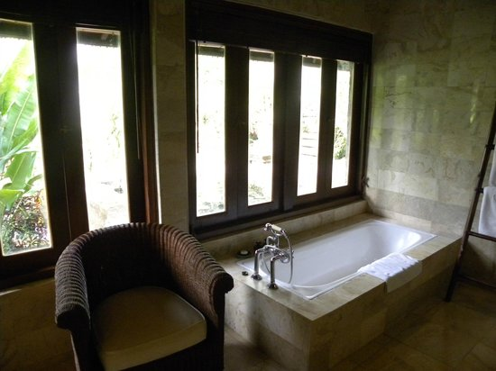 Warwick Ibah Luxury Villas & Spa: Bath
