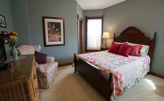 Wallace Manor Bed and Breakfast : The Cleveland Room
