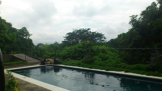 Farmstay El Porton Verde: Swimming pool area