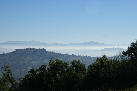 La Palazzetta del Vescovo: Blick auf Monte Castello de Vibio und Todi