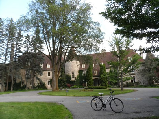 Residence & Conference Centre - King City : Eaton Hall, along one of the many trails