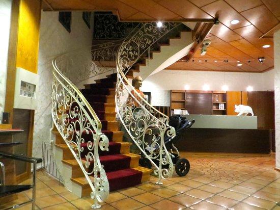 Schwarzwälder Hof Hotel: The hobby lobby