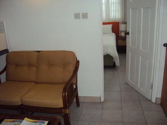 The Flamboyant Hotel & Villas: Living Room Area