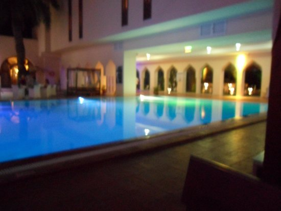 SENSIMAR Scheherazade : The courtyard pool at night.