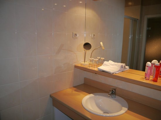 Montovani Hotel : The bathroom