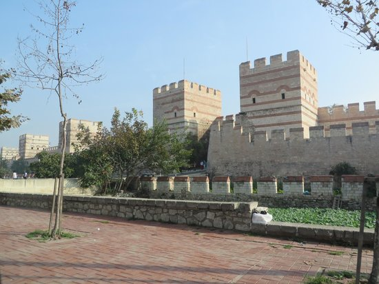 Efendi Özel Turlar: Land walls