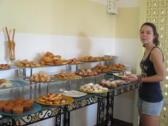 Domina Coral Bay Prestige Hotel: Une petite partie du buffet du petit-déjeuner