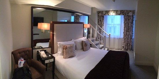 The Kensington: Superior Double Room from entrance view