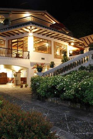 Hacienda Uzhupud: Subida al Restaurante
