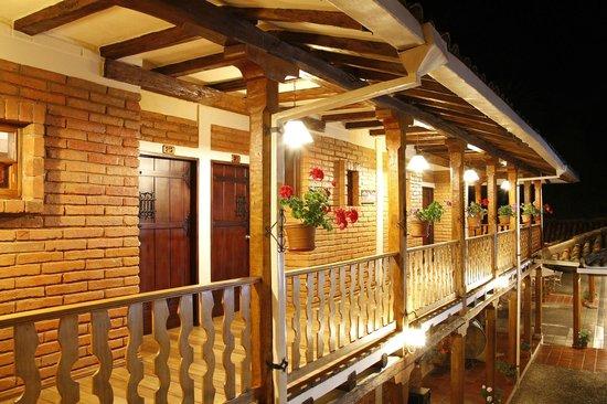 Hacienda Uzhupud: Pasillos hotel
