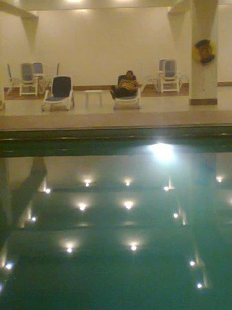 Pearl Continental Hotel Karachi : swimming poo;