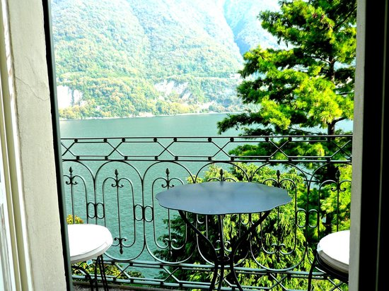 Relais Villa Vittoria: view from room with small balcony