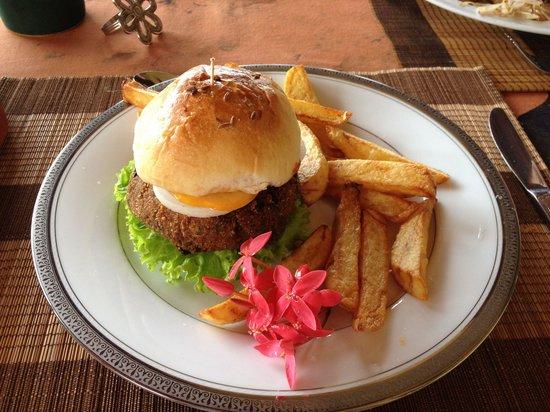 Asian Jewel Boutique Hotel: Vegetarian burger
