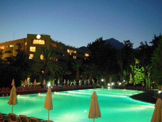 Euphoria Tekirova Hotel: Вечер