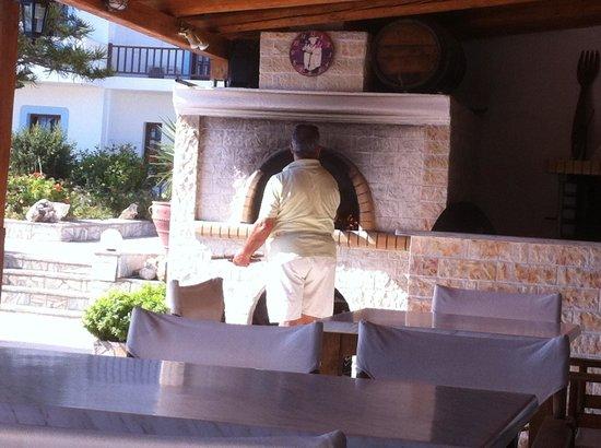 Spiros-Soula Family Hotel & Apartments: Pork on oven. Miami miam