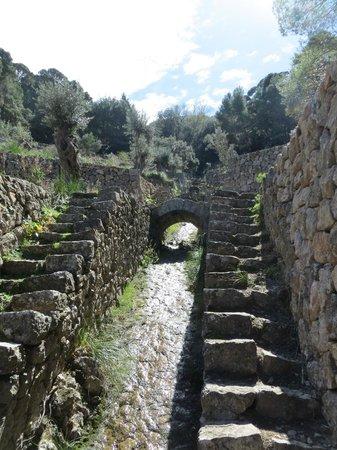 Camino del Archiduque: Las canalizaciones de agua