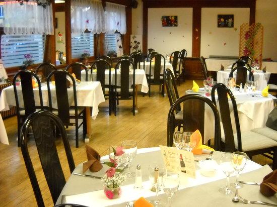 Saint-Ame, Γαλλία: notre salle resto aux couleurs de l'automne