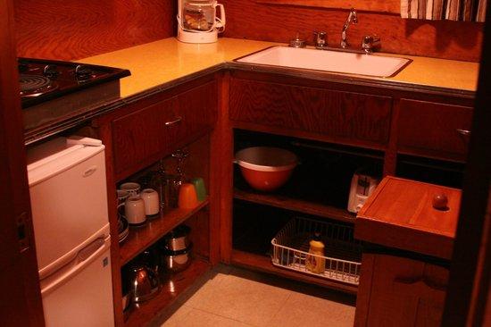 Fundy Highlands Motel & Chalets : kitchenette