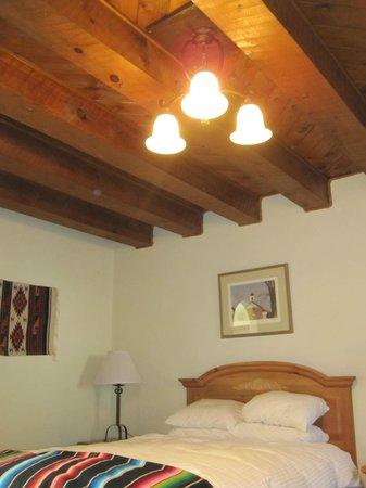 El Pueblo Lodge: Great Ceiling