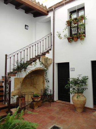 Posada San Fernando: Patio interior del hotel.