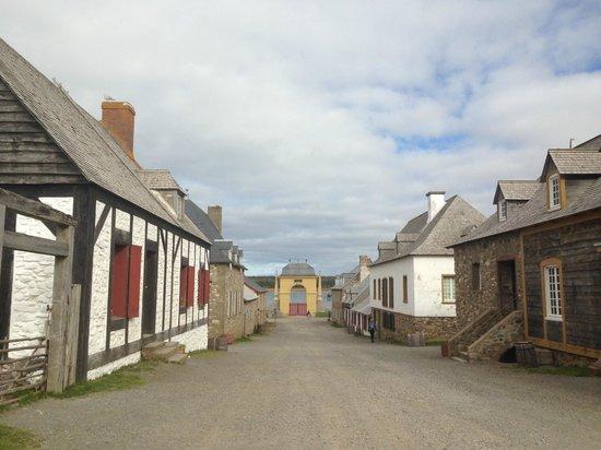 Le site historique national de la Forteresse de Louisbourg : main street of Louisbourg