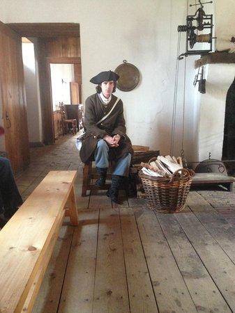 Le site historique national de la Forteresse de Louisbourg : a house servant