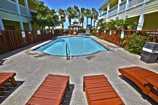 Plantation Suites: Relax by the pool