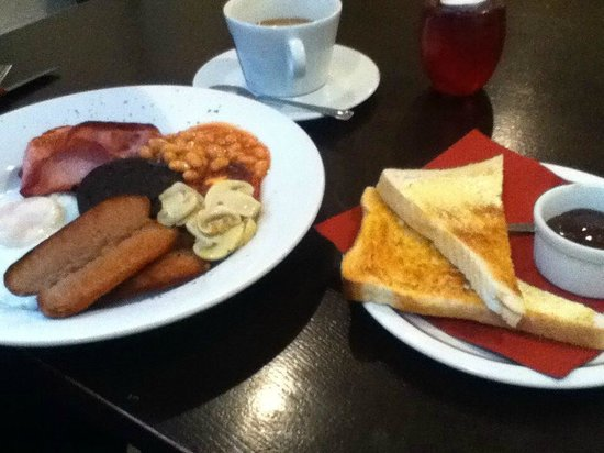 Toff's Bar and Brasserie: Toast and full English