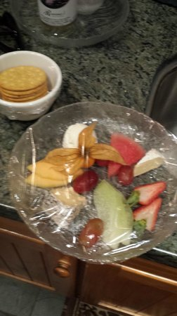 Rowena's Inn on the River: a little skimpy with the cheese and fruit platter