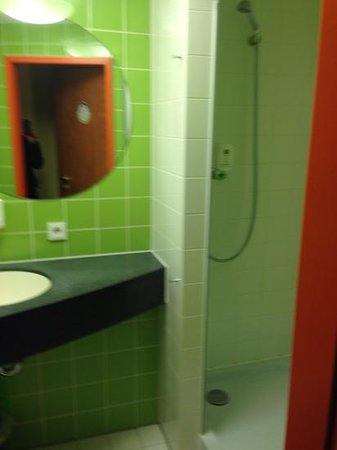 B&B Hotel Dortmund-Messe: bathroom