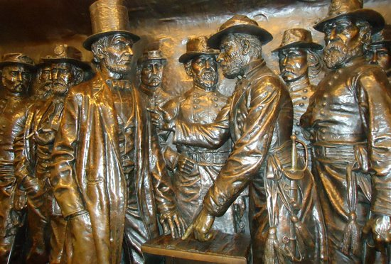 Soldiers' and Sailors' Monument: bronce