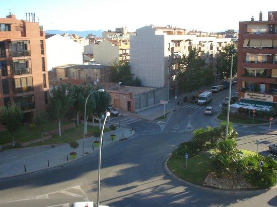 Hotel Ronda Figueres: Vista desde la habitacion, de la Av. Dali