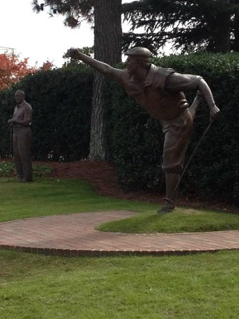The Carolina Hotel - Pinehurst Resort: Statue of Payne Stewart