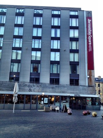 The Bermondsey Square Hotel: Yes! That is a Gregg Wallace restaurant!