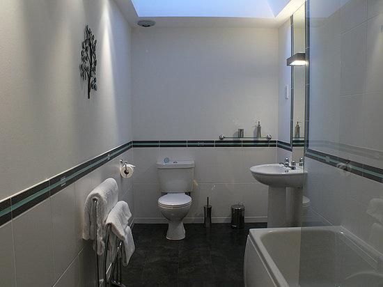 Scapa Flow Lodges: Bathroom