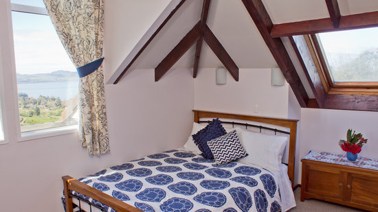 Lakeview Heights Farm Stay: Tarawera Room - family suite