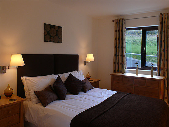 Scapa Flow Lodges: Bedroom with Kingsizw bed