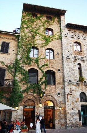 La Cisterna Hotel: la facciata