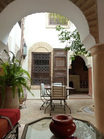 Riad Itrane : reception and dining area
