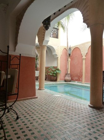 Riad Itrane : the pool