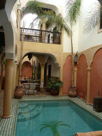 Riad Itrane : dining area