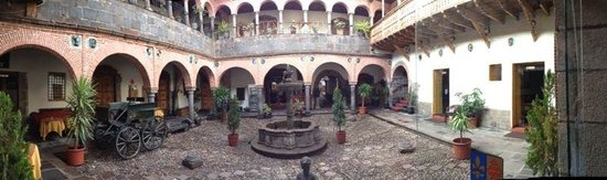 Hotel Los Marqueses: Courtyard