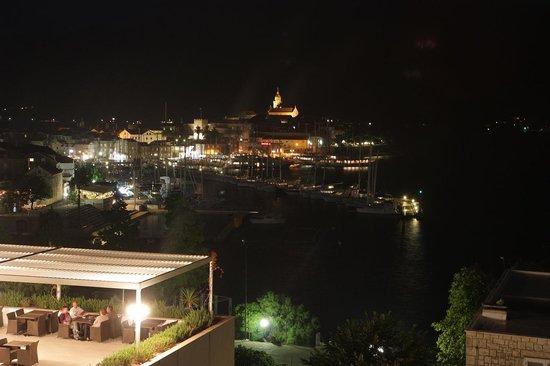 Marko Polo Hotel: Ночной вид из окна
