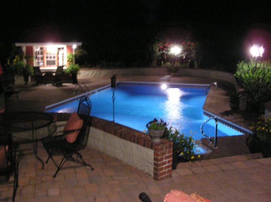Saltbox Inn: Pool at Night
