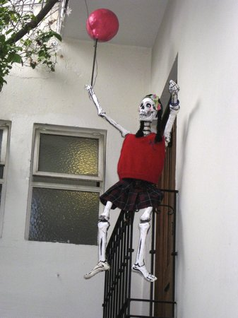 Casa de Las Bugambilias B&B: Day of the dead skeleton on the balcony